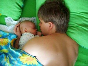 Совместный сон малыша с родителями.