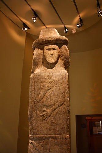 языческий идол славян в историческом музее Вакансии Продавец