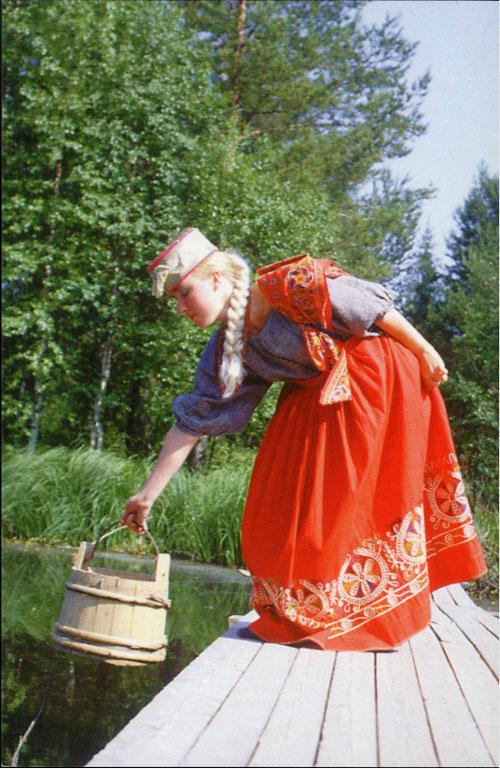 Северный русский народный костюм
