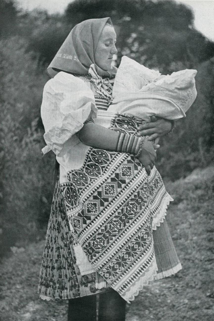 Народный костюм Чехии, Моравии, Словакии.