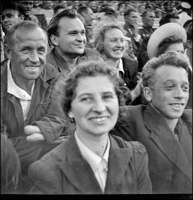 Почему люди смеялись и улыбались в послевоенном СССР ?
