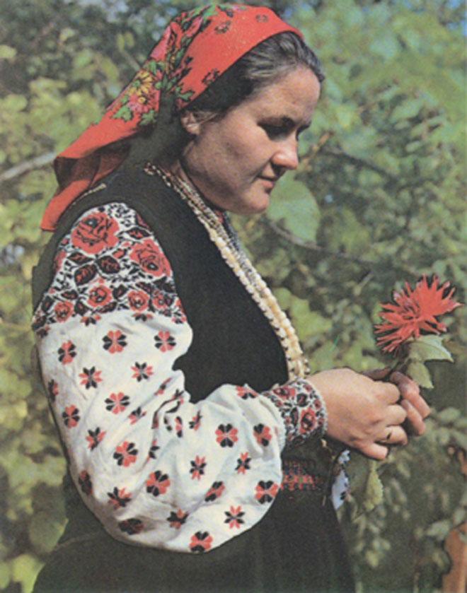 Женщина в праздничном сарафане (Каменский район)