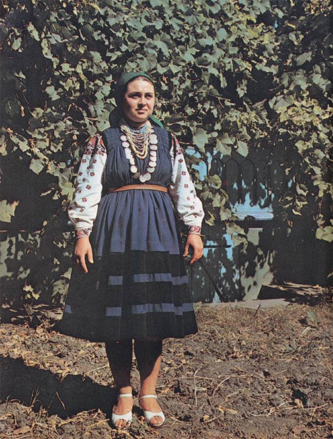 Женщина в рубахе кэмашэ ку стеле (Каменский район)
