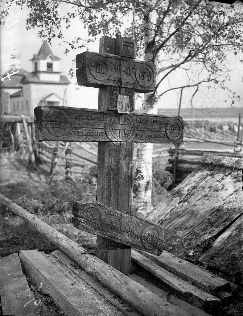 Кельтская связка на плече с крестом фото карта