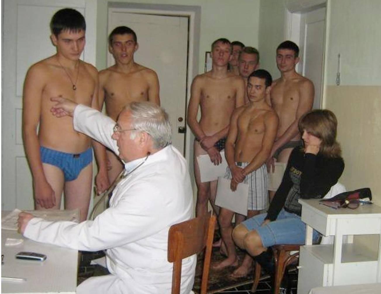 У меня в военкомате перед медсестрой член встал