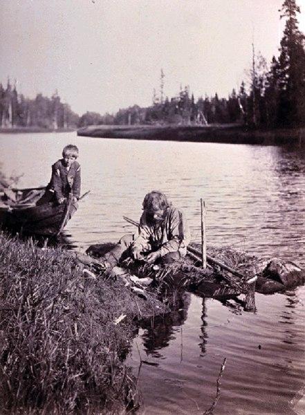 Добыча жемчуга. Вскрытие раковин. 1894 г. Автор И.К. Инха